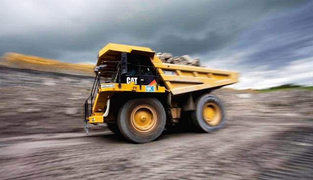 Collapse In Global Growth Indicator  - Caterpillar Sales Continue To Plummet !